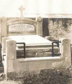 Tumba de Juan Blas Sitges y Grifoll 1842-1919 en el cementerio de San Martín de Laspra